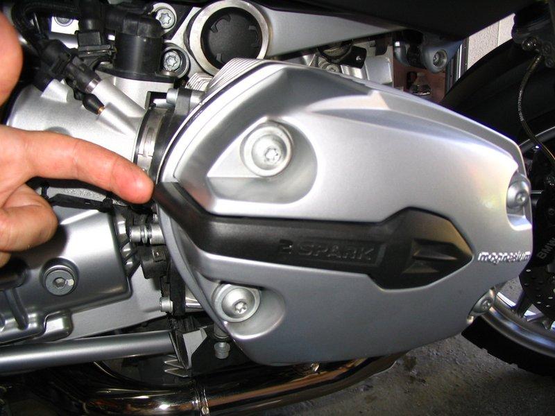 R1200r r glage culbuteurs - Enlever bougie sur nappe ...