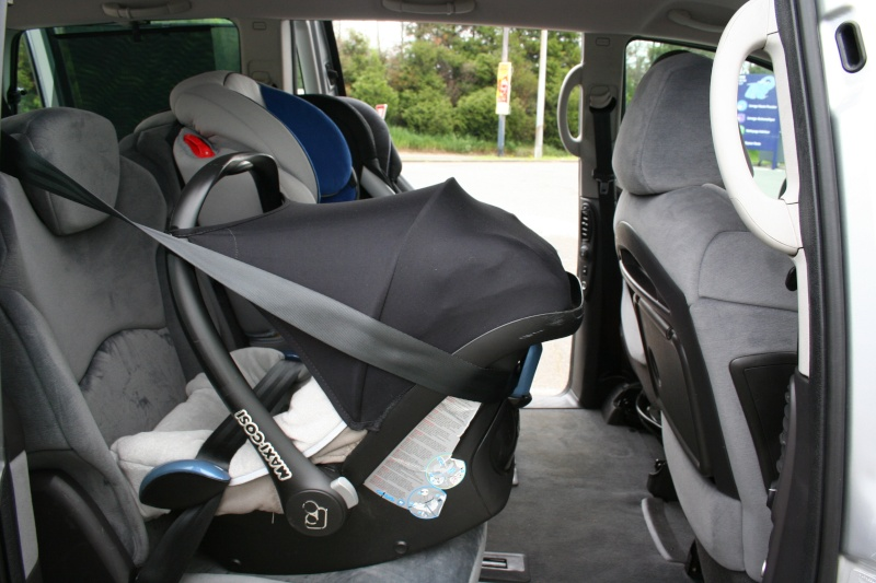 comment attacher une nacelle dans sa voiture voitures. Black Bedroom Furniture Sets. Home Design Ideas
