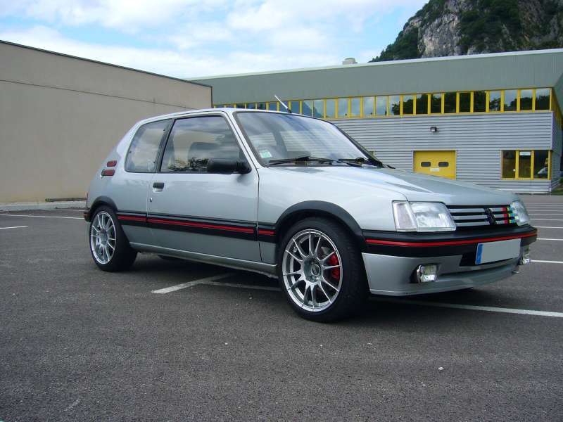 peugeot 205 gti 1l9 une nouvelle. Black Bedroom Furniture Sets. Home Design Ideas