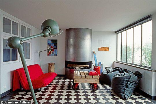 Sol en damier noir et blanc dans chambre coucher for Carrelage damier rouge et blanc