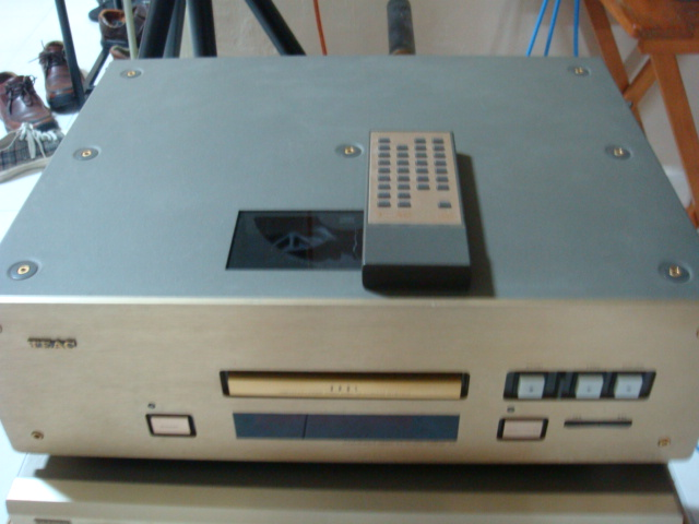 TEAC VRDS-10 CD Player (Used