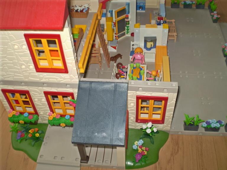 amenagement maison playmobil great maison playmobil amnagement intrieur with amenagement maison. Black Bedroom Furniture Sets. Home Design Ideas