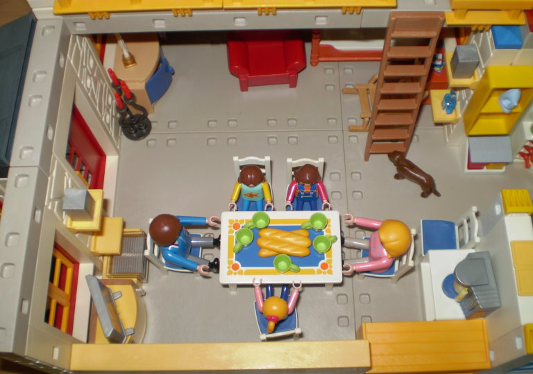 Univers playmo up afficher le sujet petite for Photos maison playmobil