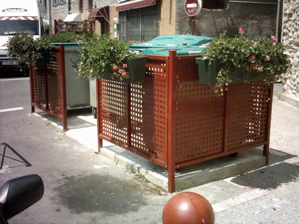 Poubelles sur nos trottoirs - Cache conteneur poubelle ...