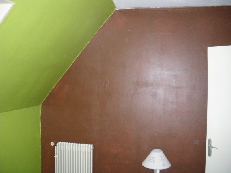 bon il reste des traces sur les murs mais ce nest que la 1ere couche ca devrais disparaitre la seconde coucheenfin jespere - Mur Chambre Chocolat